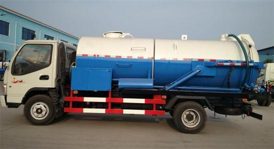 125HP-Sewage-Vacuum-Suction-Truck-Septic-Tank-Pumping-Trucks (1).jpg