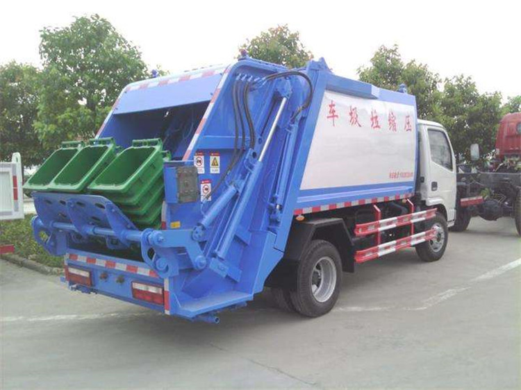 Back view of Dongfeng 6000 L compactor garbage truck.jpg