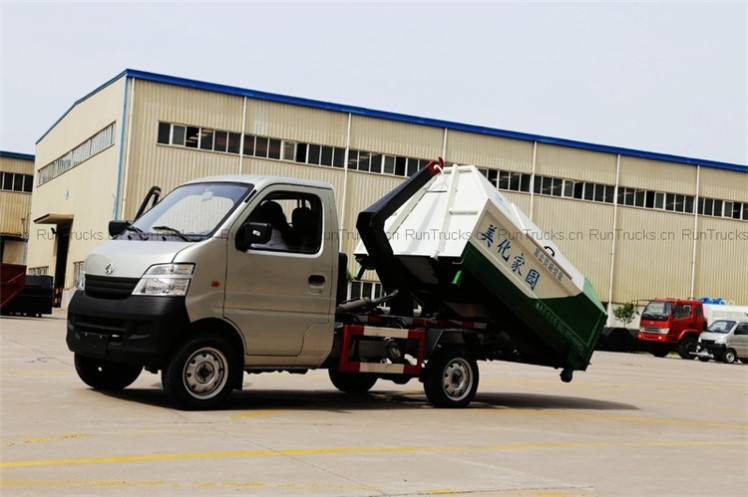 Changan 69 horsepower 4X2 removable garbage truck 01.jpg