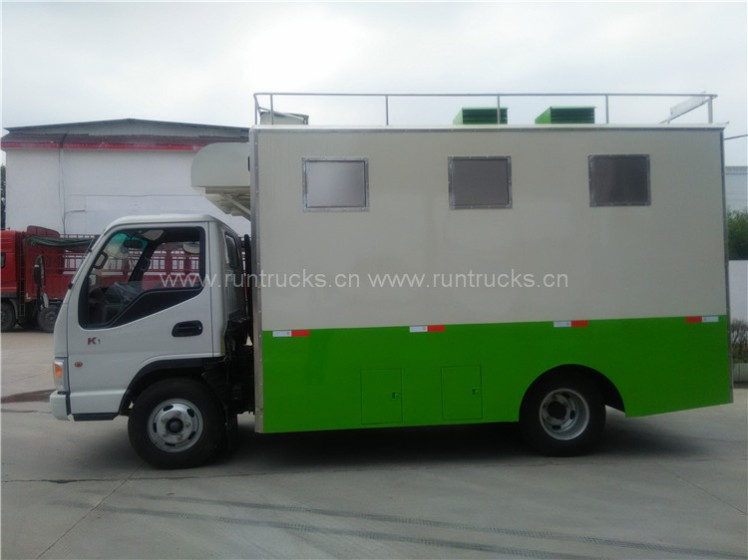 China Dongfeng mobile food truck 03.jpg
