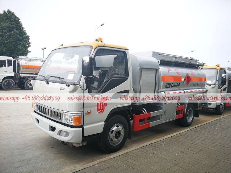 China JAC aircraft fuel refueling tank truck.jpg