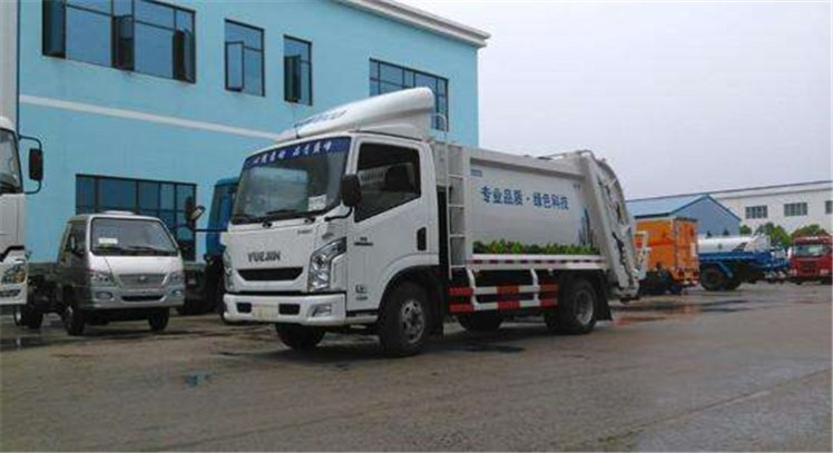 China yuejin 5000 L compactor garbage truck.jpg