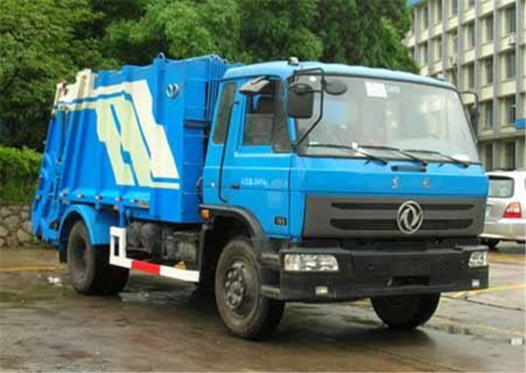 Dongfeng 145 8000 L compactor garbage truck.jpg