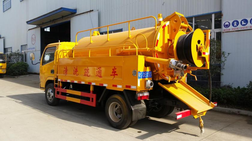 Dongfeng 5000L Vacuum Sewage Suction and cleanning Truck for Sale.jpg