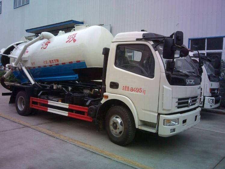 Dongfeng duolika 5000L Vacuum Sewage Suction Truck for Sale.jpg