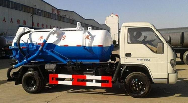 Foton 3000L Vacuum Sewage Suction Truck for Sale