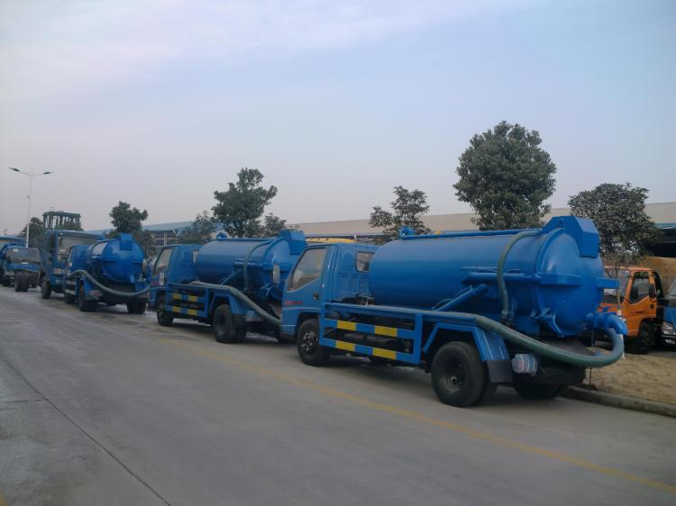 Wholesale of Dongfeng 8000L Vacuum Sewage Suction Truck for Sale.jpg