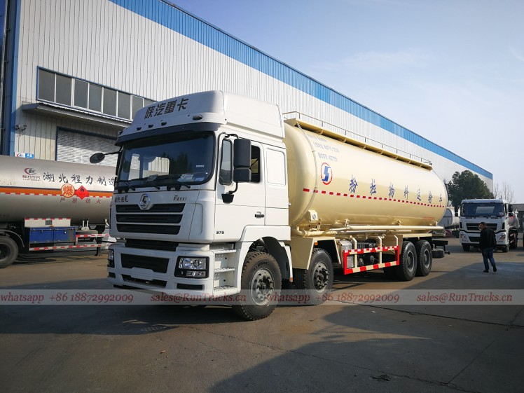 Shacman 40 cbm bulk cement transportation vehicle 01.jpg