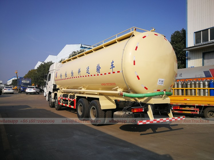 Shacman 40 cbm bulk cement transportation vehicle 02.jpg