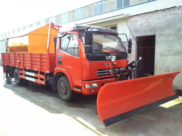 dongfeng truck mounted snow plow and spreading machine