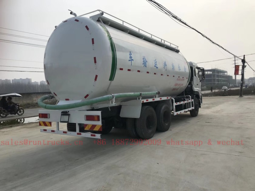 China Dongfeng 30 cbm bulk cement transportation vehicle 01.jpg