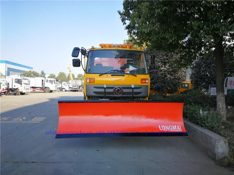 china dongfeng cargo truck with 3.3m snow shovel and 3.5cbm snow melt spreading machine 02.jpg