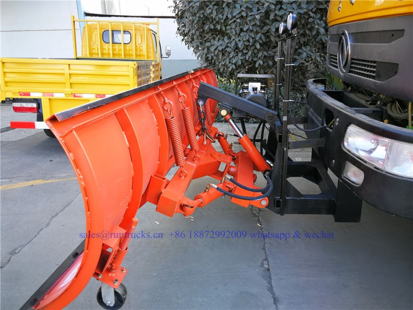 china dongfeng cargo truck with 3.3m snow shovel and 3.5cbm snow melt spreading machine 11.jpg