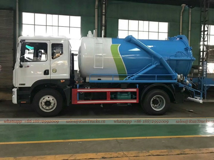 China Dongfeng D9 duolika 10 cbm sewage suction truck 01.jpg