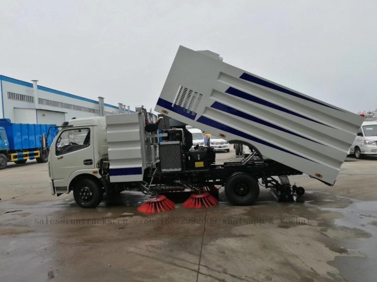 China dongfeng road street sweeper 03.jpg