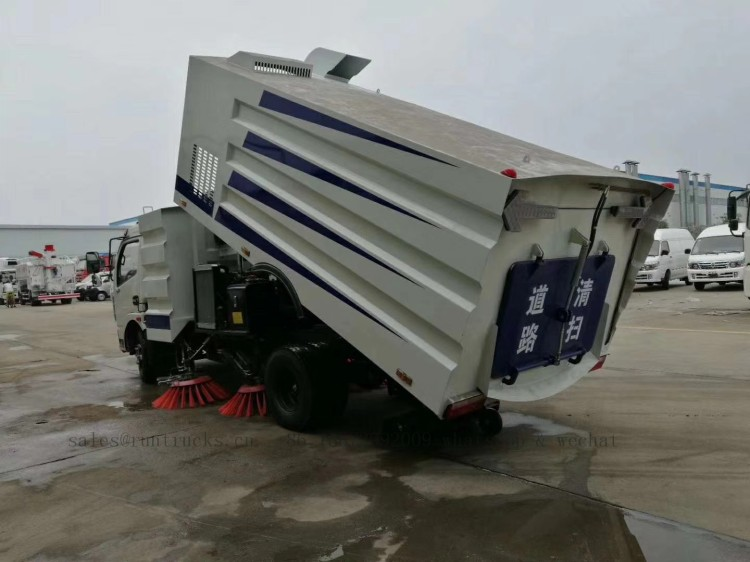 China dongfeng road street sweeper 05.jpg