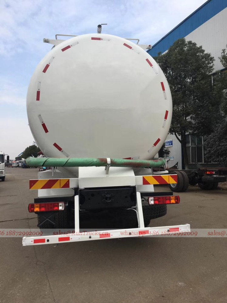 China Foton 35 cbm bulk cement transportation truck 03.jpg