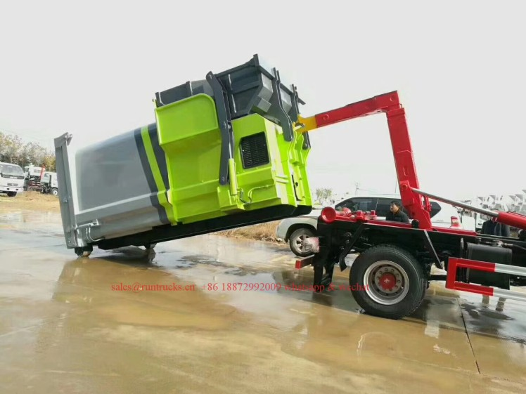 China hook arm garbage truck with Compressed Garbage station 03.jpg