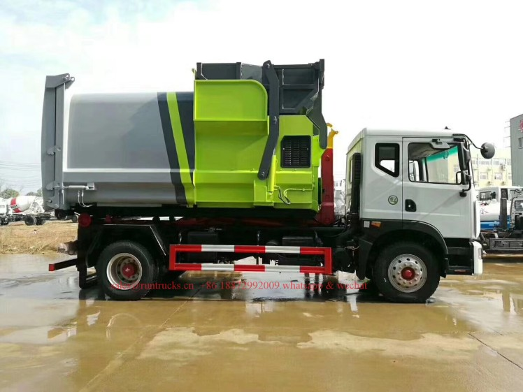 China hook arm garbage truck with Compressed Garbage station 08.jpg