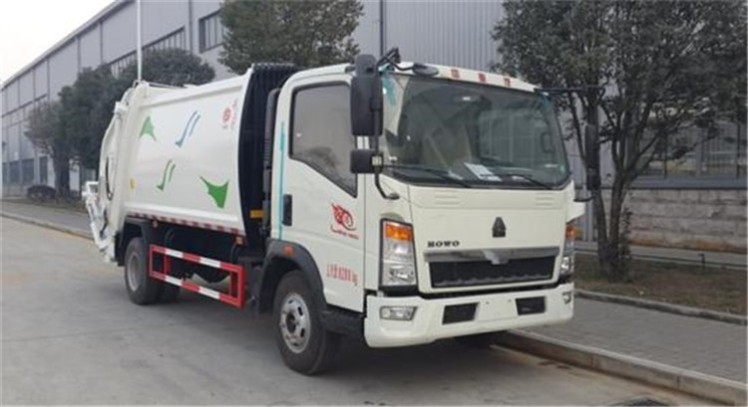 China Howo  8000L compactor garbage truck.jpg