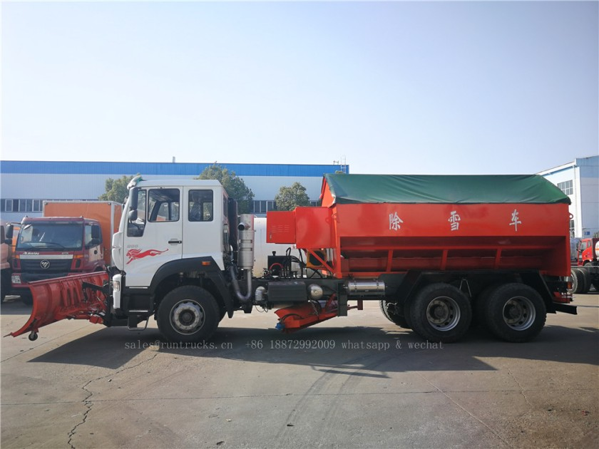 China Howo truck with snow shovel and snow melt agent spreader 02.jpg