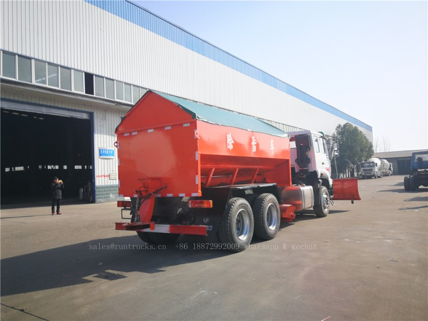 China Howo truck with snow shovel and snow melt agent spreader 05.jpg