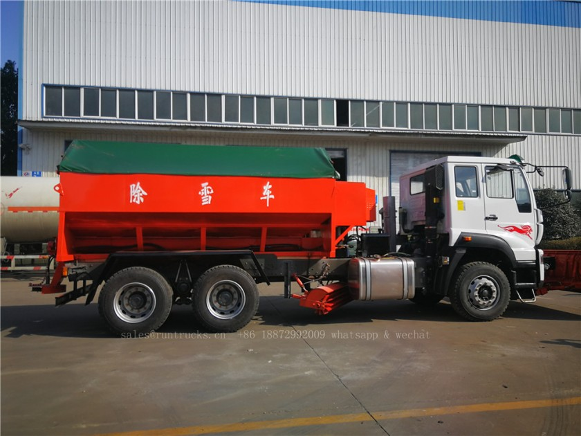 China Howo truck with snow shovel and snow melt agent spreader 06.jpg