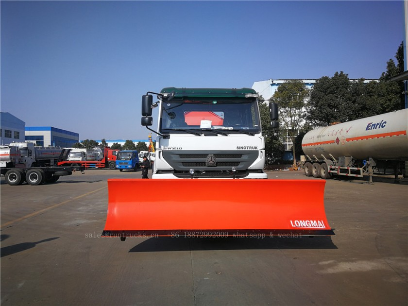 China Howo truck with snow shovel and snow melt agent spreader 08.jpg
