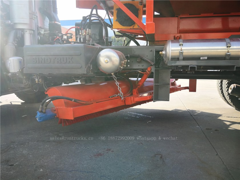 China Howo truck with snow shovel and snow melt agent spreader 10.jpg