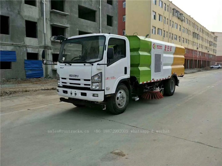 China Isuzu sweeper truck 01