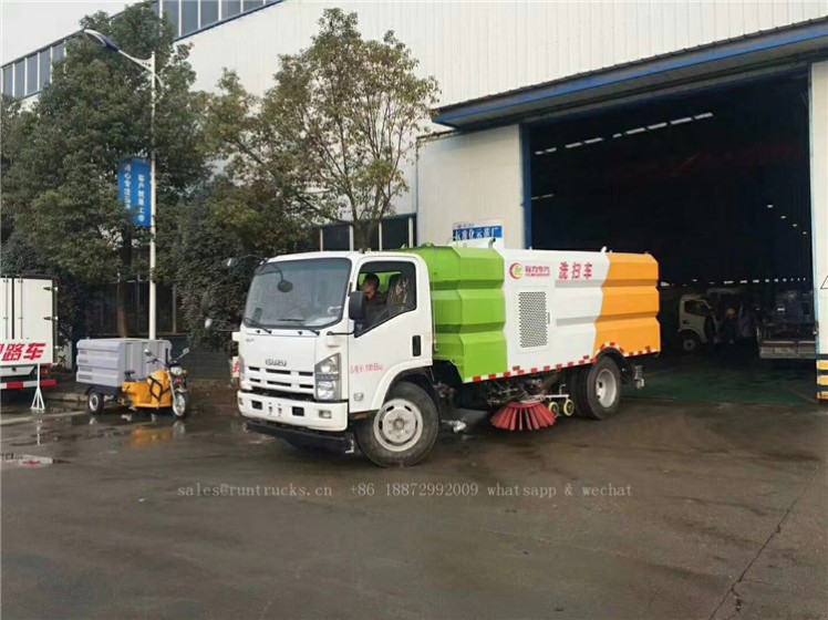 China Isuzu sweeper truck 02