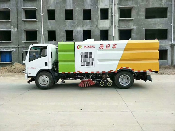 China Isuzu sweeper truck 03.jpg