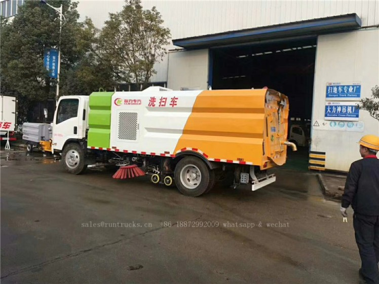 China Isuzu sweeper truck 06