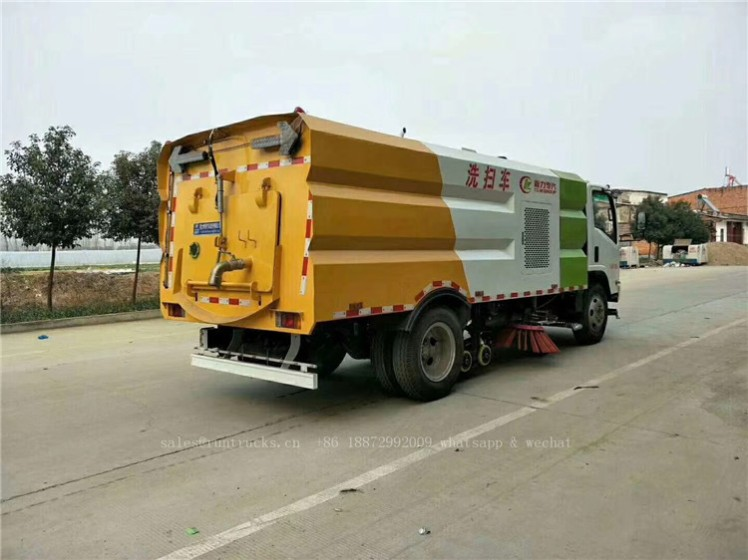 China Isuzu sweeper truck 07.jpg