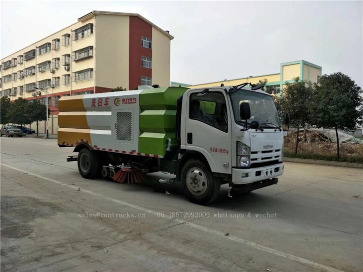China Isuzu sweeper truck 09.jpg
