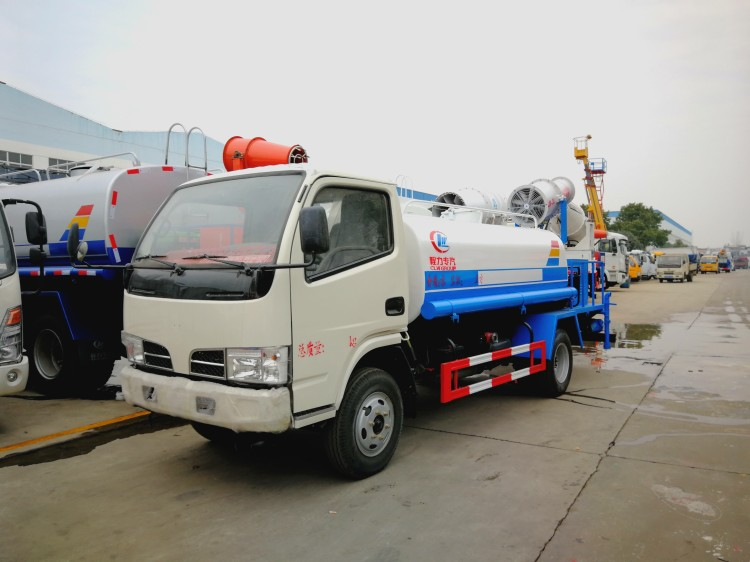 Dongfeng 4 cbm water dust suppression truck 01.jpg