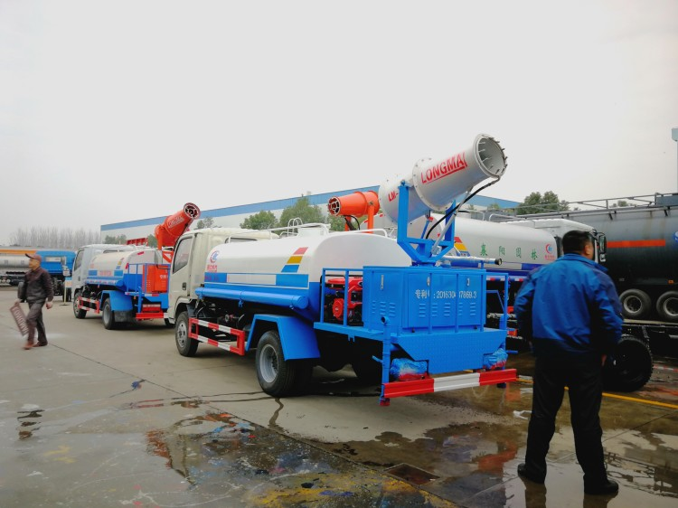 Dongfeng 4 cbm water dust suppression truck 03.jpg