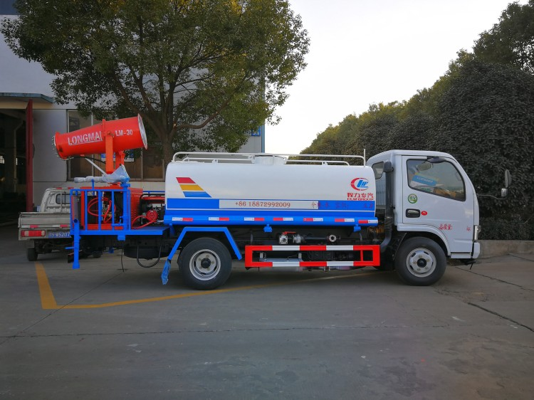 dongfeng 4cbm tank with LM 30 water fog cannon02.jpg