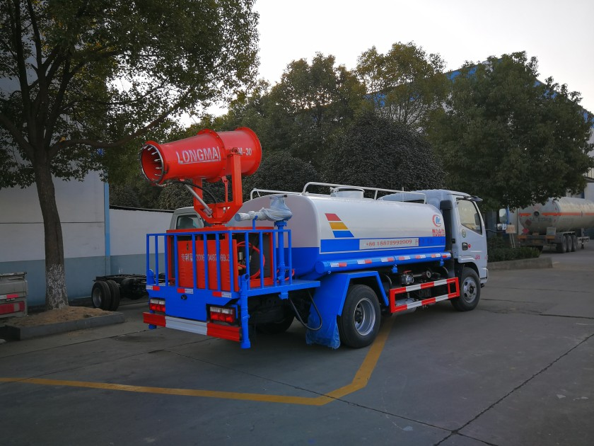 dongfeng 4cbm tank with LM 30 water fog cannon03.jpg