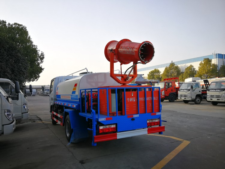 dongfeng 4cbm tank with LM 30 water fog cannon04.jpg