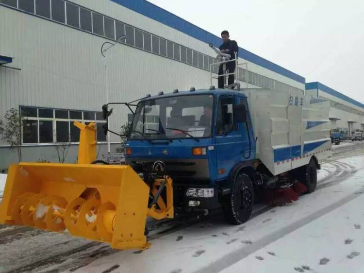 Dongfeng sweeper truck with snow blower