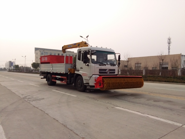 Dongfeng tianjin crane truck with snow roll brush