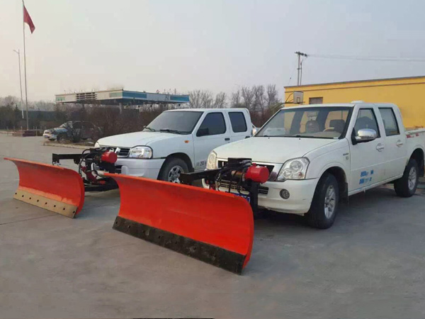 Pickup vehicle with 2.5m snow removal shovel