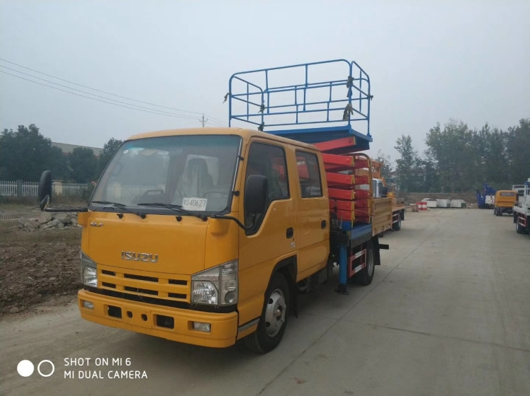 Isuzu 100P Lifting Platform Operation vehicle  (1).jpg