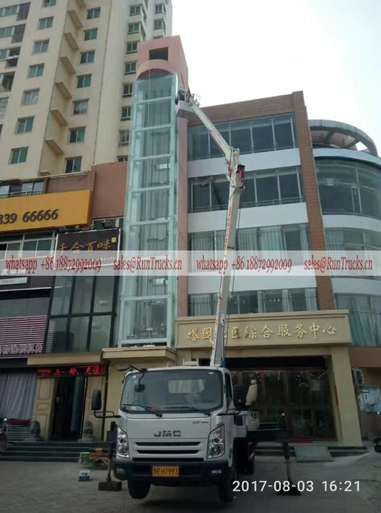 JMC 24m aerial work truck working for material loading and transport to the building top.jpg