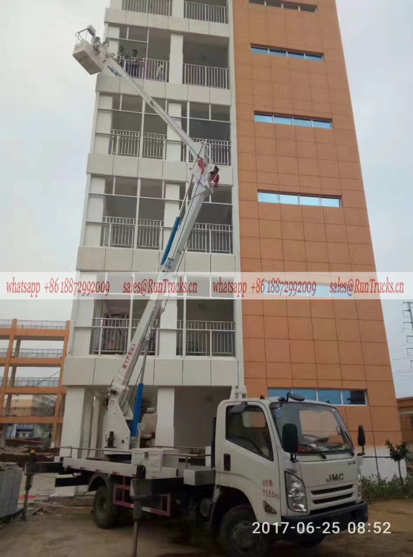 JMC 26m aerial work truck assisting for the building enginering glass Installation.jpg
