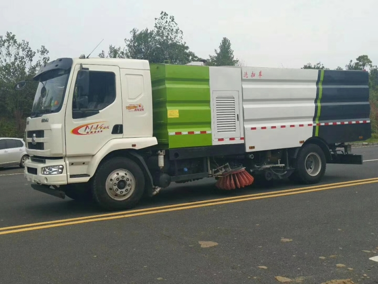 Dongfeng Chenglong road wash & sweeper truck 03