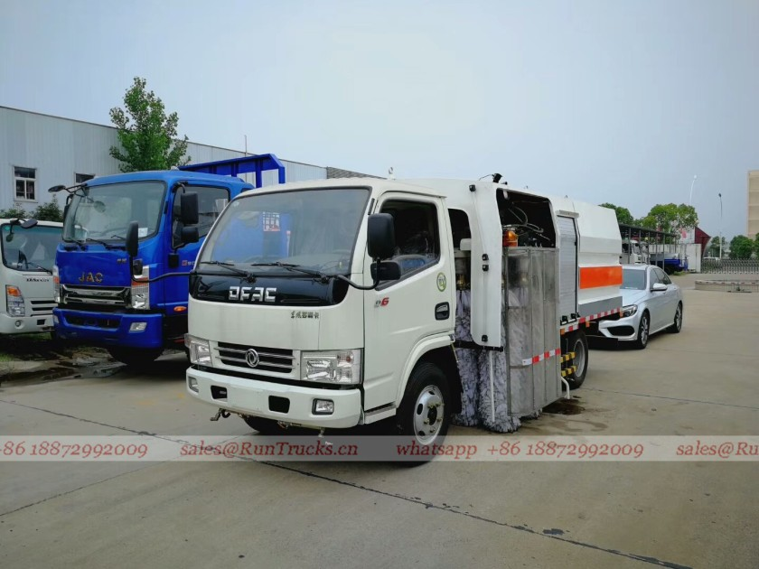 China Dongfeng Guardrail Cleaning Truck 02