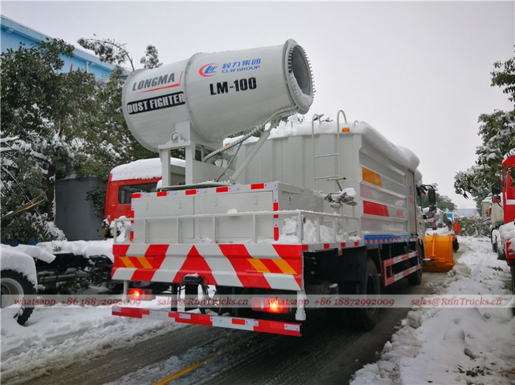 China water fog cannon truck with snow shovel working video 02.jpg