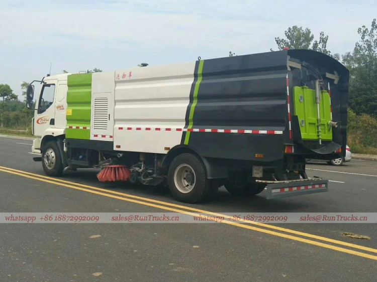 Dongfeng Chenglong road wash & sweeper truck 05.jpg